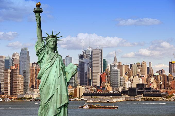 Tượng Nữ thần Tự do và hình ảnh thành phố New York phía sau