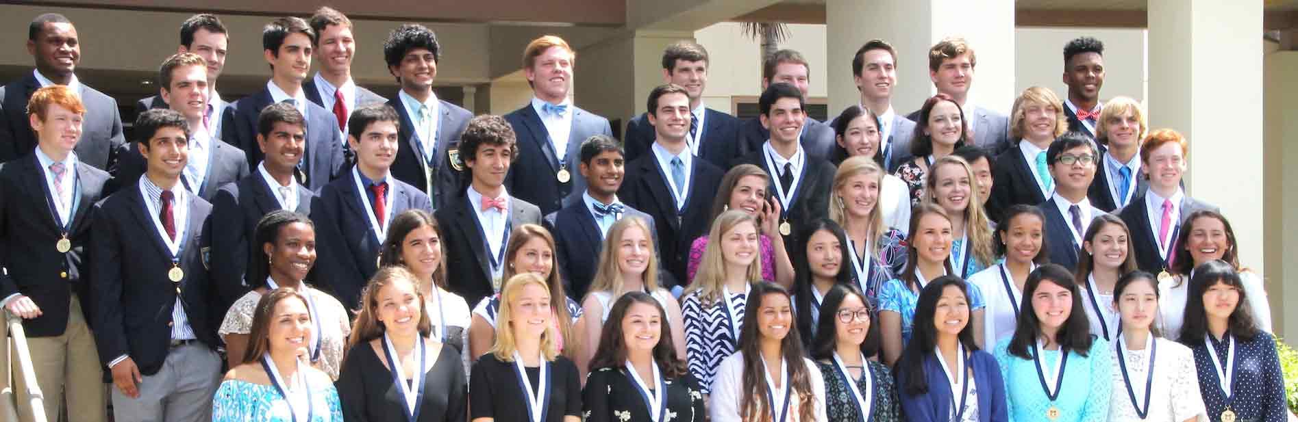 佛罗里达州某所高中的毕业合照