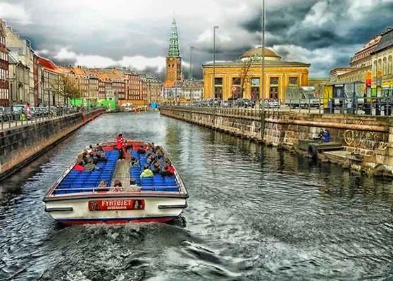 Travel by boat in Copenhagen
