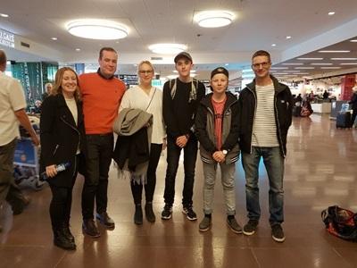 Student ankomst på Arlanda möter familj