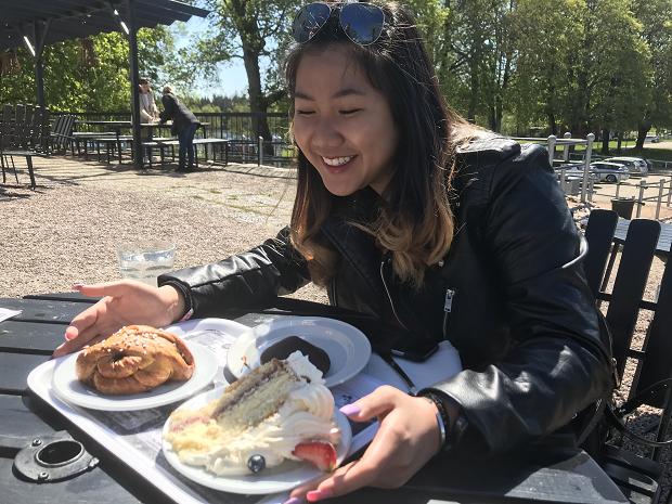 Utbyteselev testar svenska bakelser