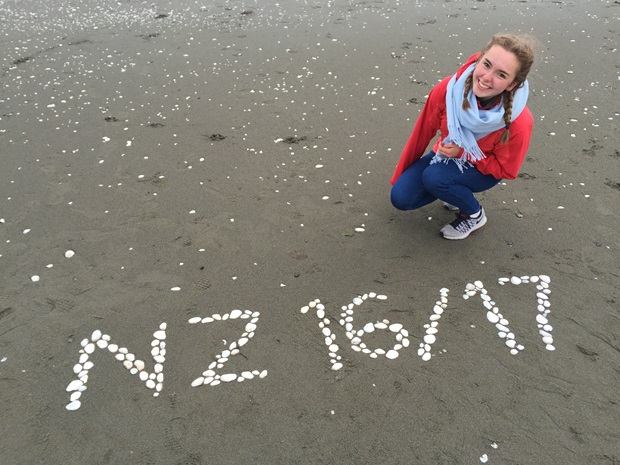 Utvekslingsstudent Ellen på stranden i New Zealand