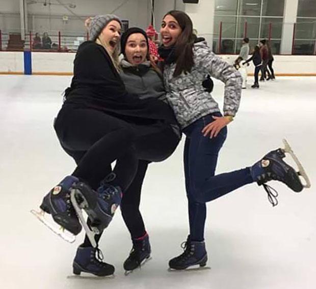 Utvekslingsstudenter på skøyter i USA