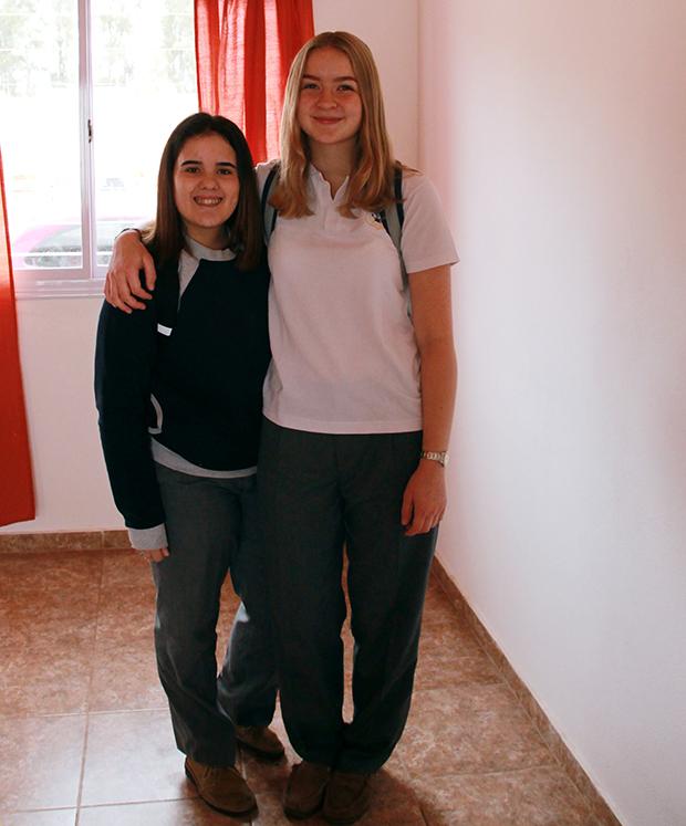 Hanna i argentinsk skoleuniform