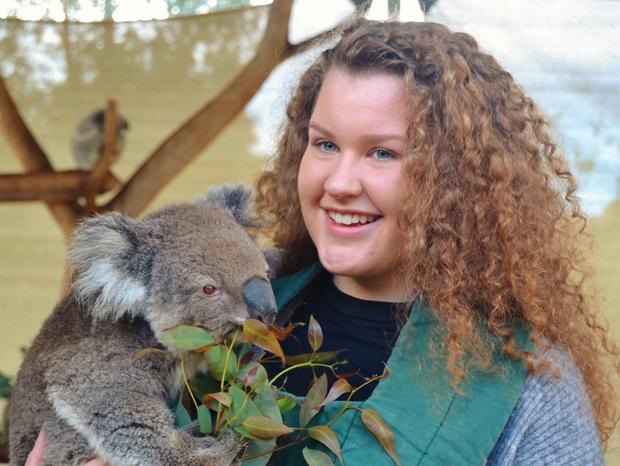 Utvekslingsstudent med koala i Australia