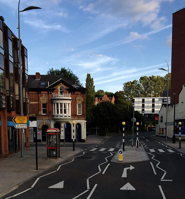 Utsikt over engelsk gate fra bussen