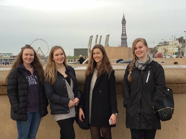 Venner på sightseeing i England