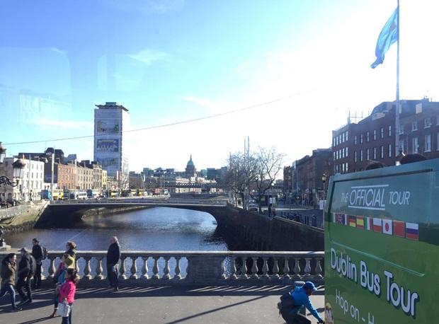 Utvekslingsstudenter på sightseeing i Dublin.