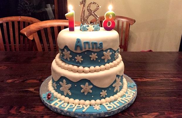 Frozen kake til utvekslingsstudent på 18-årsdagen i USA.