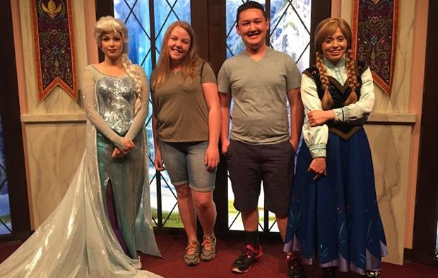 Utvekslingsstudenter med Disneyprinsesser.