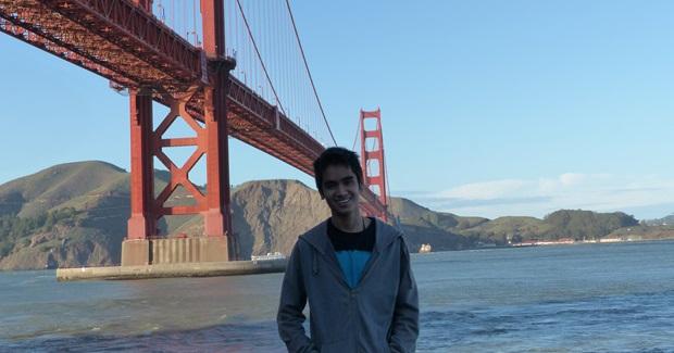 Utvekslingsstudent ved Golden Gate Bridge