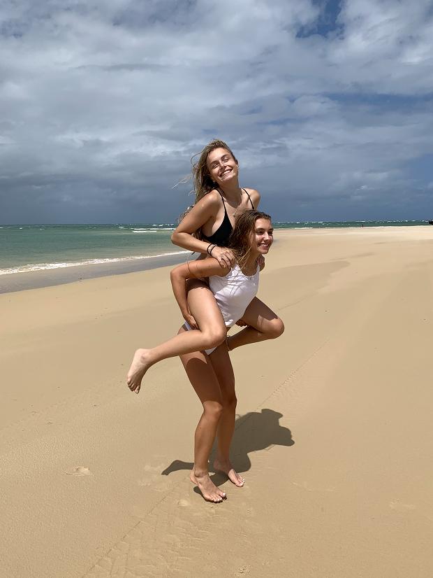 Utbytesstudenter på stranden