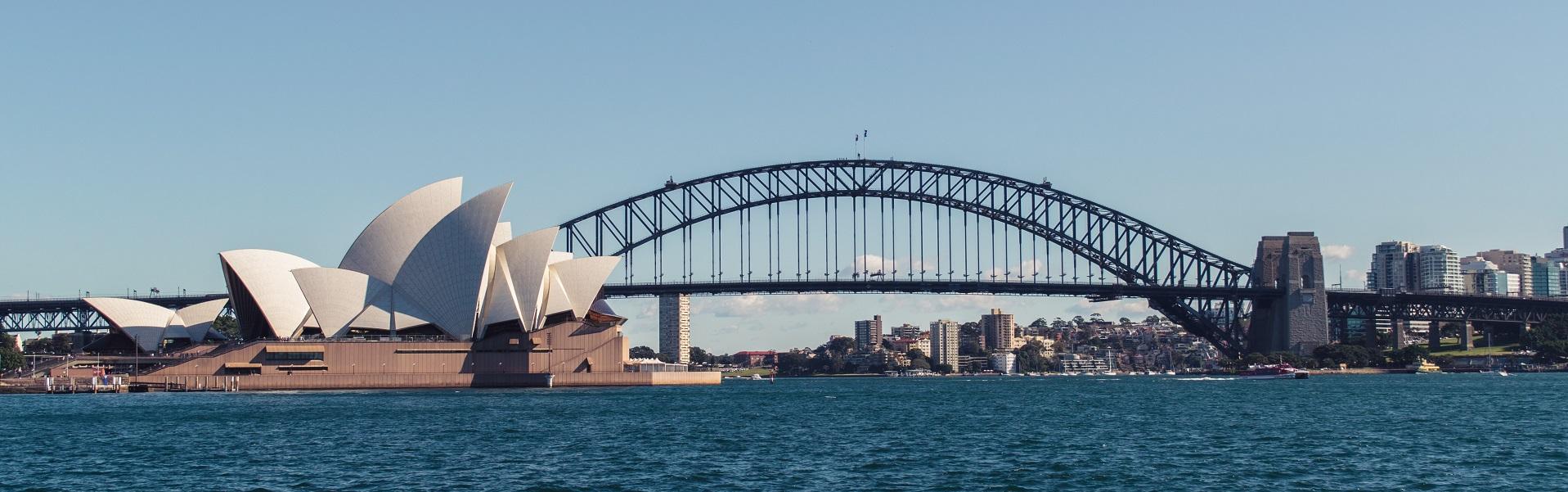 Blick vom Ufer auf das Sydney Opera House