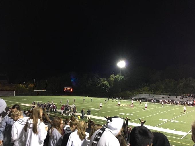 Publikum bei einem Football-Spiel der Schule