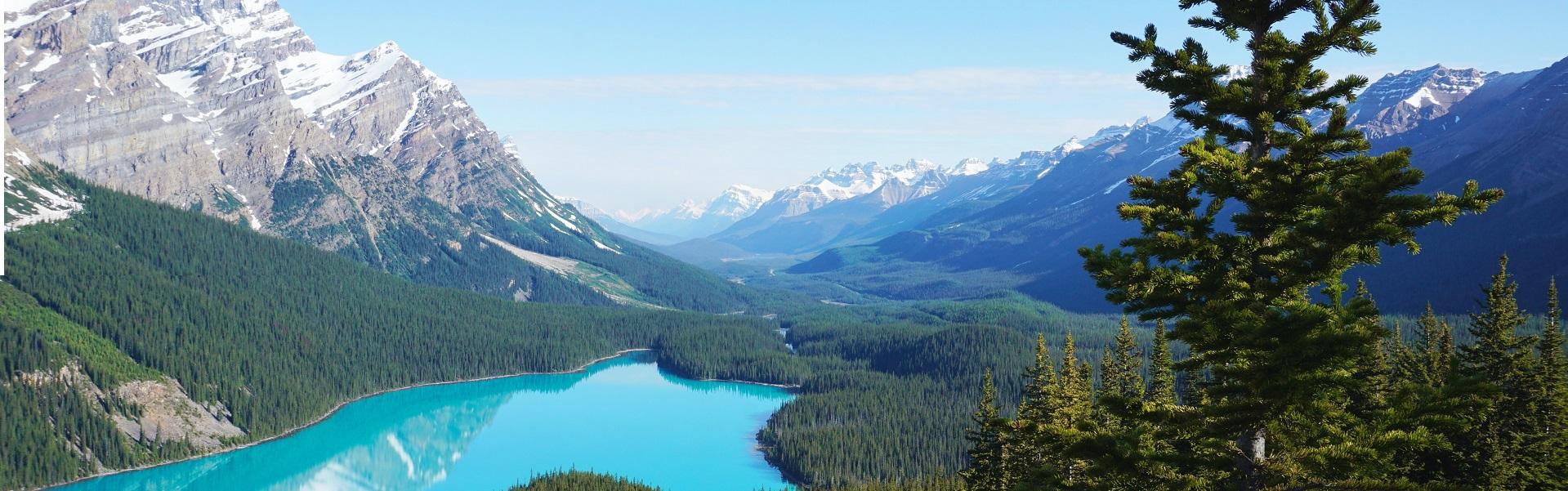 wunderschöner Bergsee von oben