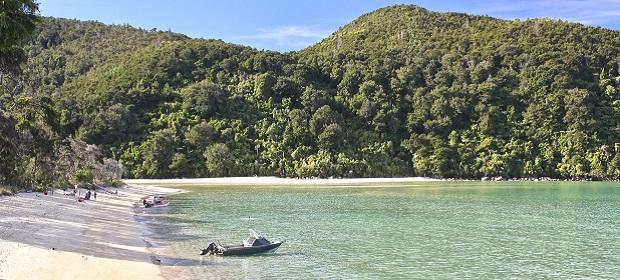 Bucht mit kleinen Fischerbooten