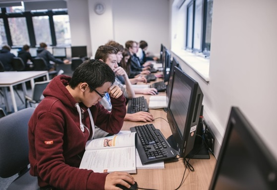 International students studying at Exeter College