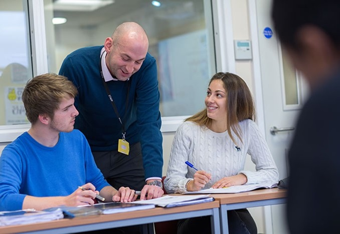 Educatius-UK-ChelseaIndependentCollege-StudentsWithTeacher-Thumbnail-2019