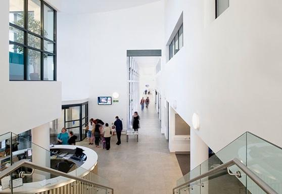 Educatius-UK-HighburyCollege-SchoolFoyer-Gallery-2019
