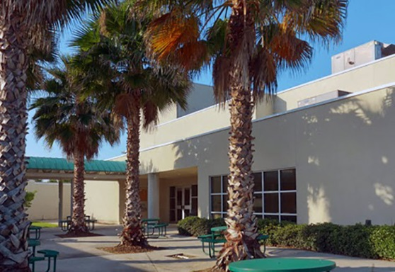 Saint-Joseph-Academy-FL-SchoolYard--Gallery-2020
