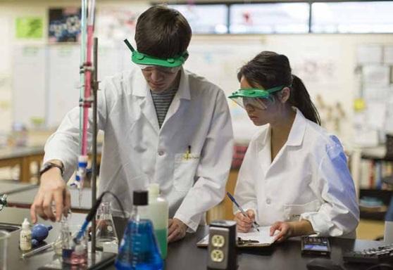 Harley-Highschool-NewYork-Chemistry-GAllery