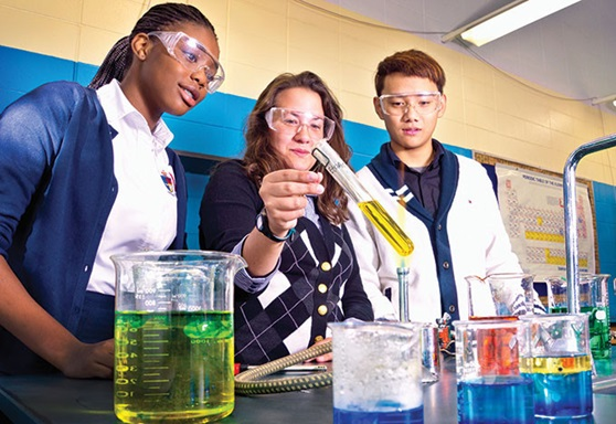 Students in Chemistry at The Storm King School New York