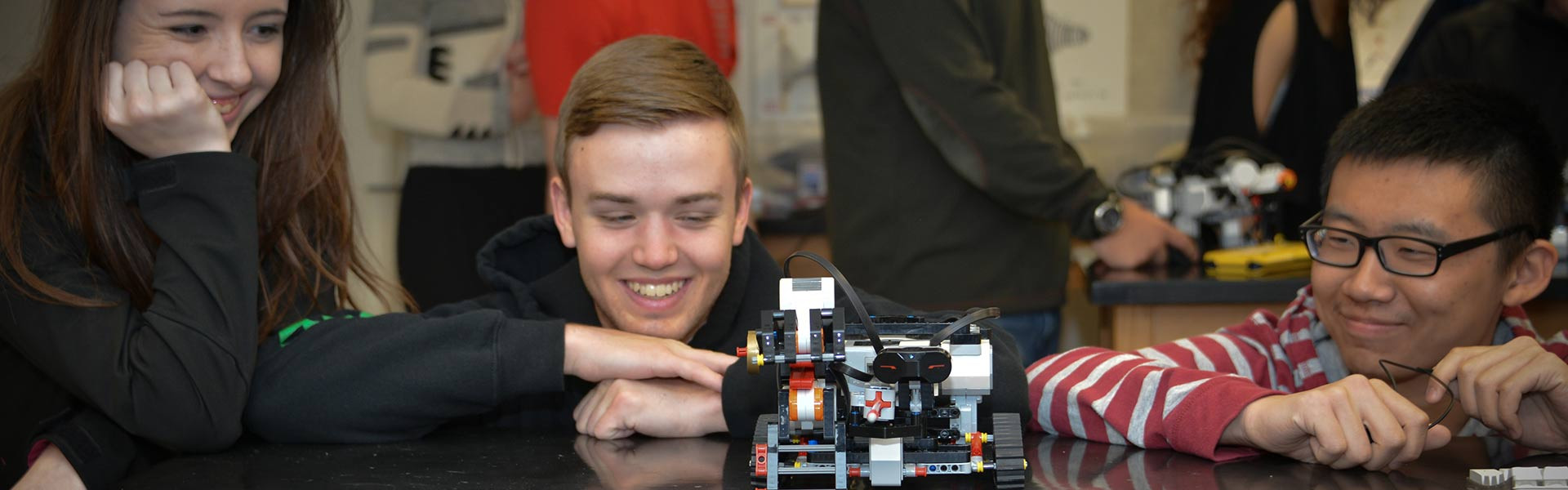 Lake Ridge Academy students in Engineering Lab
