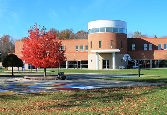 Lake Ridge Academy campus picture autumn