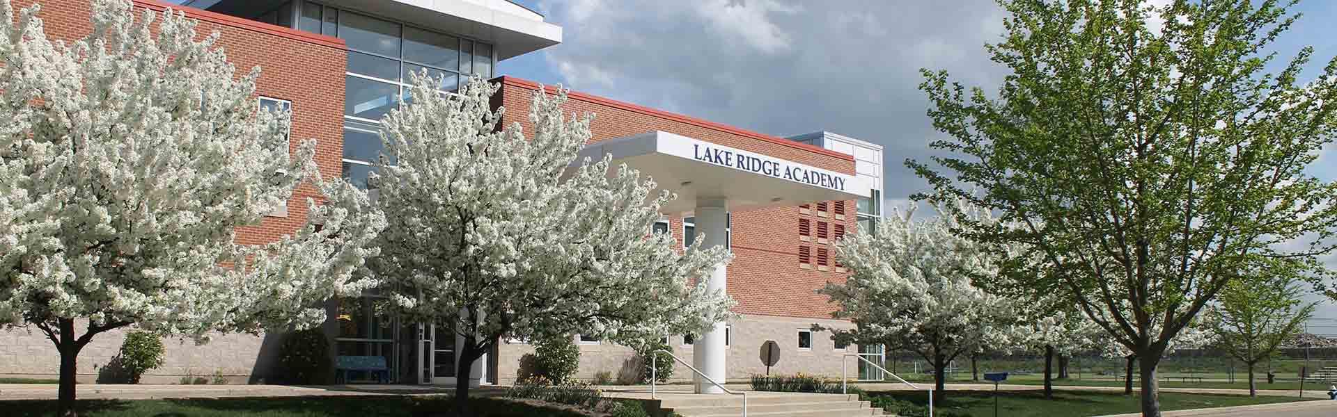 Lake Ridge Academy campus picture