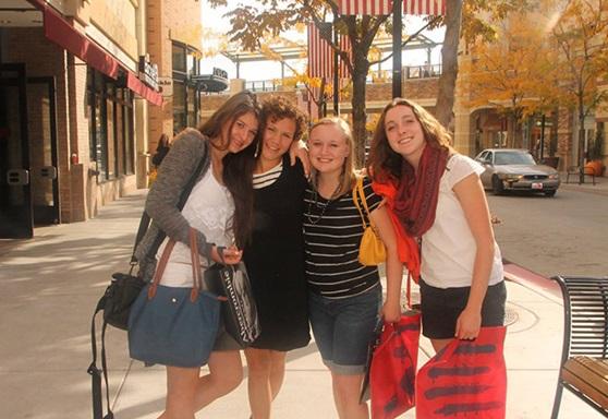 Girls shopping in the fall